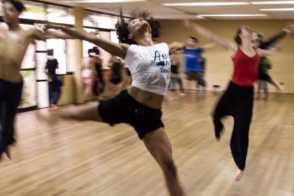dance2 420x280 - Młode