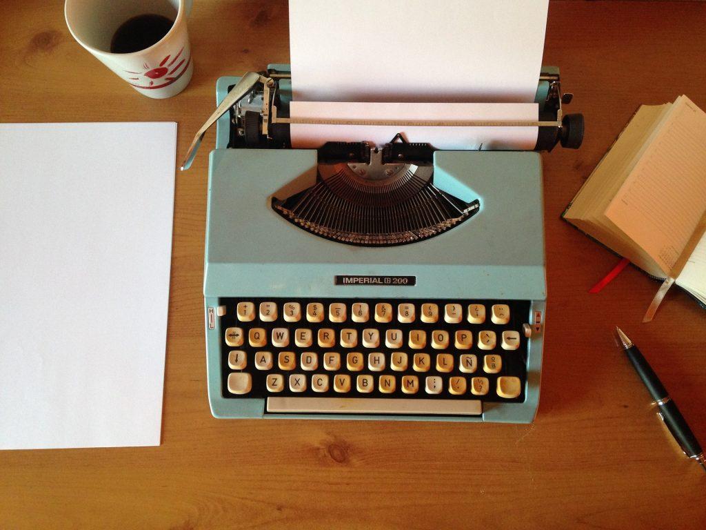 machine writing 1035292 1920 1024x768 - Opisanie świata, czyli co radzą pisarze