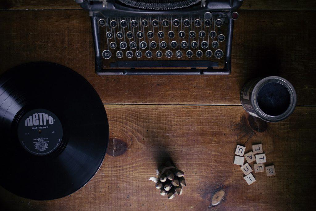 typewriter 1148939 1920 1024x683 - Godzina dziennie codziennie. O tym, co mi dało pisanie na czas