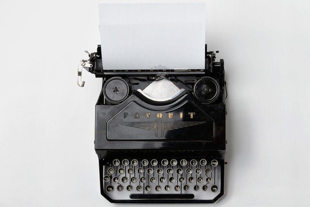 typing vintage 1024x683 - Godzina dziennie codziennie. O tym, co mi dało pisanie na czas