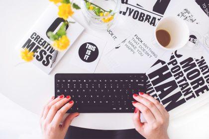 writing1 420x280 - Opisanie świata, czyli co radzą pisarze