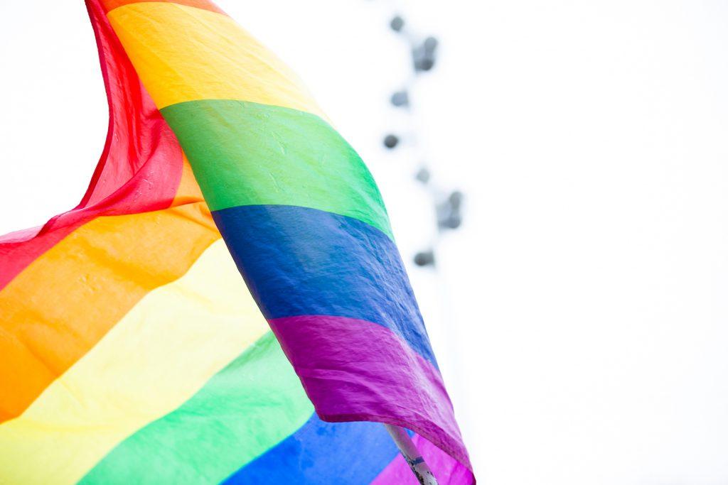 flag 1024x683 - Korporacja i homofobia. O pink washingu i trudniejszej stronie tęczy