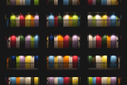 rainbow doors 420x280 - Korporacja i homofobia. O pink washingu i trudniejszej stronie tęczy