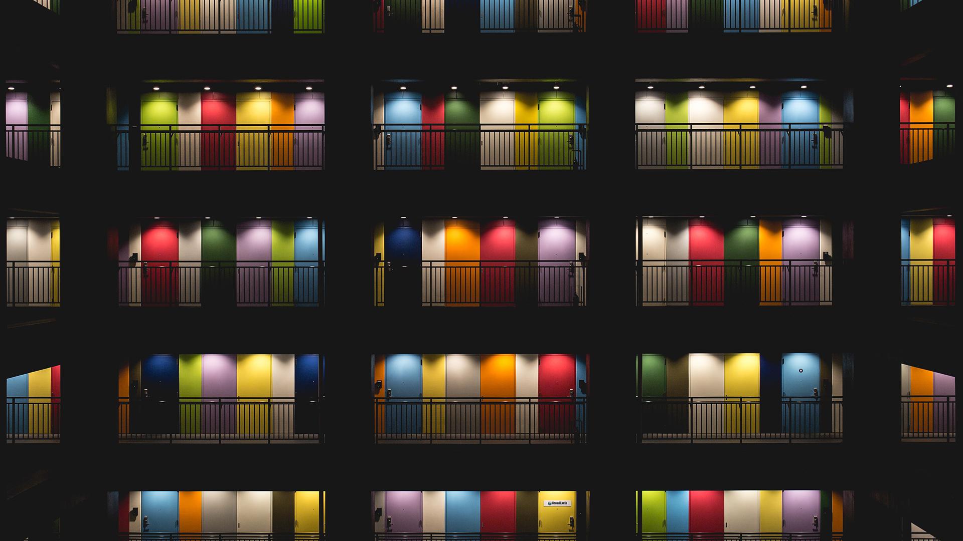 rainbow doors - Korporacja i homofobia. O pink washingu i trudniejszej stronie tęczy
