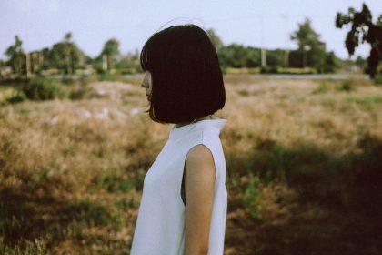 girl white dress 1 420x280 - Cała prawda o życiu po 30