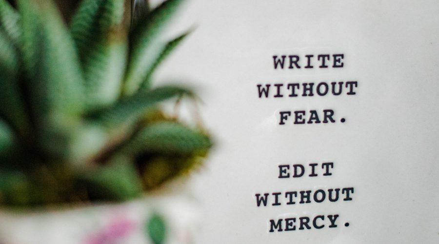 write 900x500 - Piszę książkę i co to oznacza